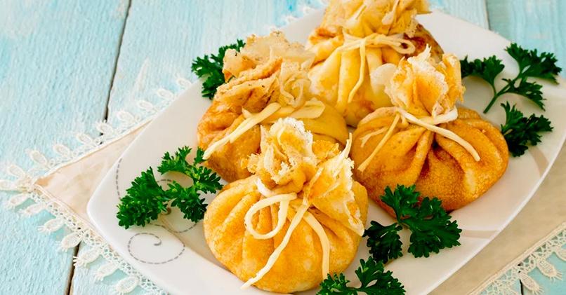 Блинчики-мешочки с начинкой из картофеля и бекона