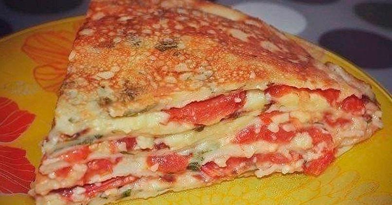 Блинный торт с томатами и сыром