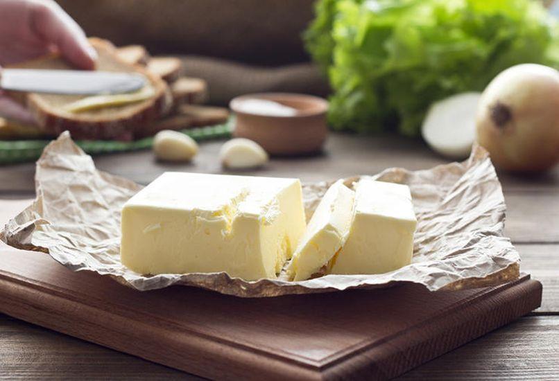 Маргарин дешевле сливочного масла, но и пользы от него меньше