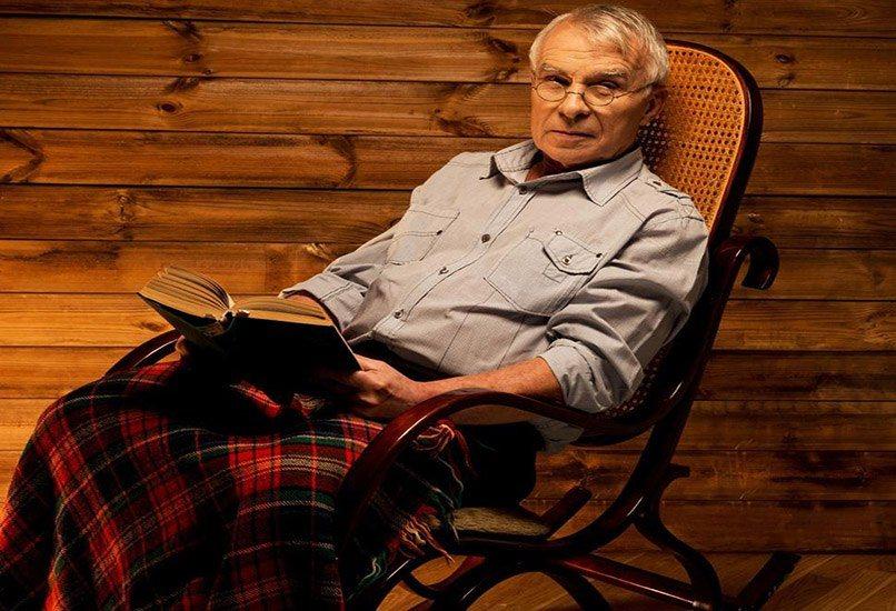 Кресло-качалка – отличный подарок для дедушки