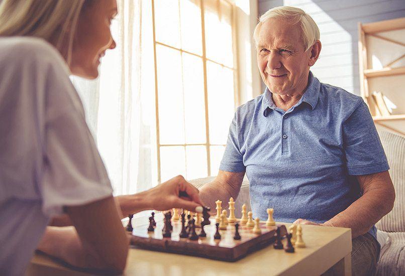 Шахматы – хороший вариант подарка дедушке