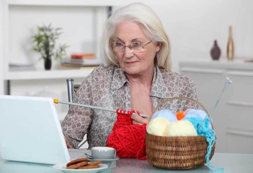 Поддержите бабушкино увлечение шитьем или вязанием