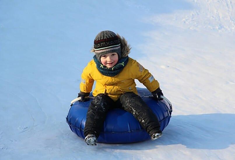 Тюбинг – отличный подарок ребенку, родившемуся зимой