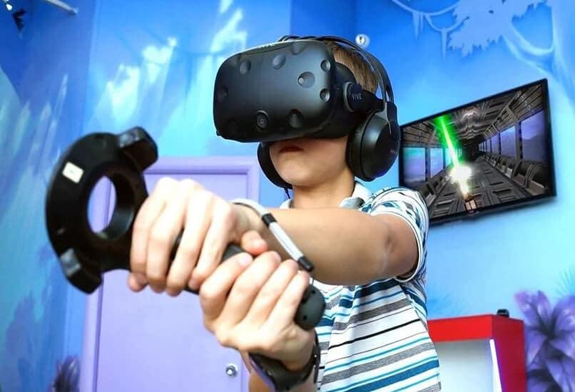 В VR очках мальчик сможет испытать яркие эмоции