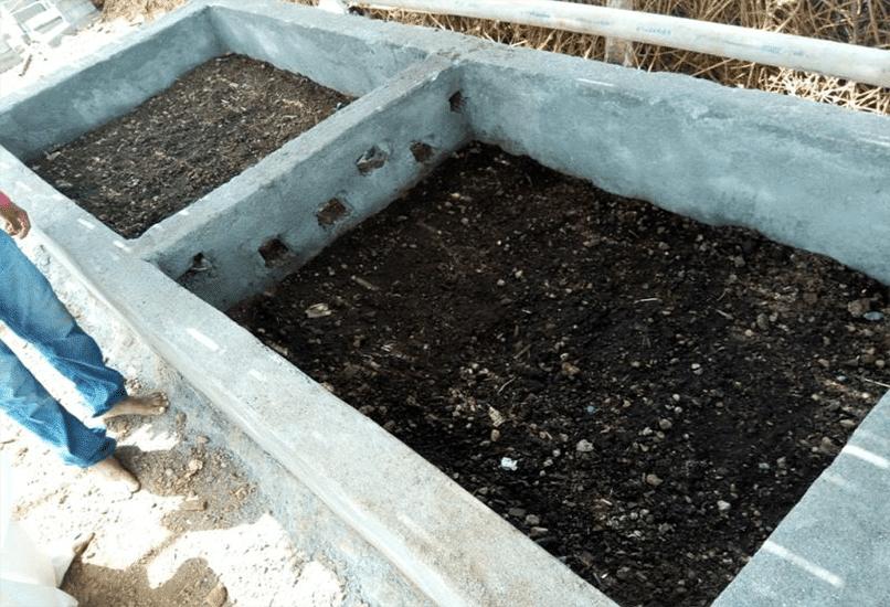 Земляной бункер из бетона для изготовления компоста