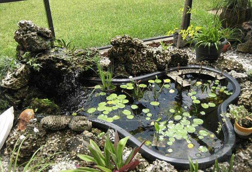 Пруд из готовой пластиковой формы