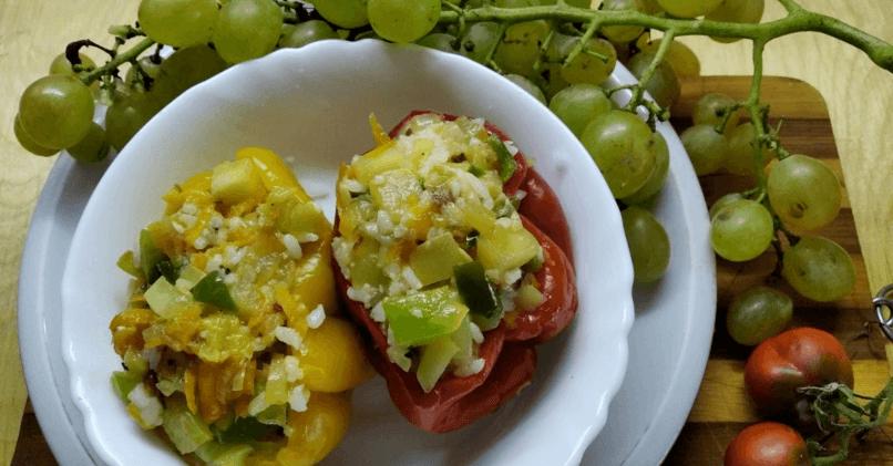Перцы, фаршированные рисом и овощами