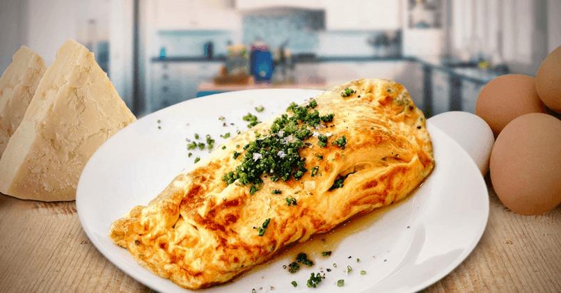 Омлет на сковороде с сыром