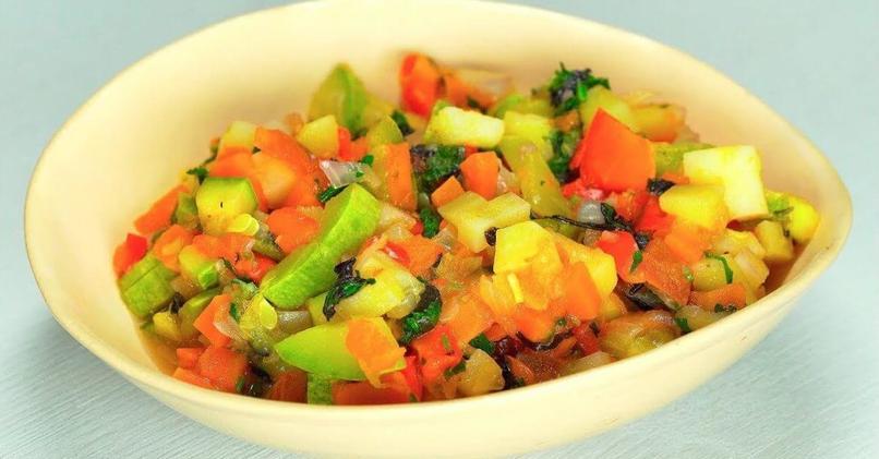 Овощное рагу с кабачками и картошкой в мультиварке