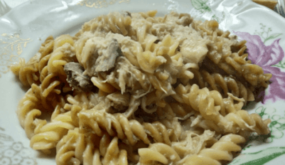 Макароны с тушенкой на сковороде
