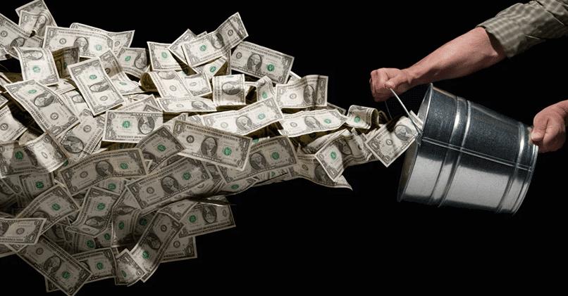 Как правильно тратить деньги, чтобы не стать бедным