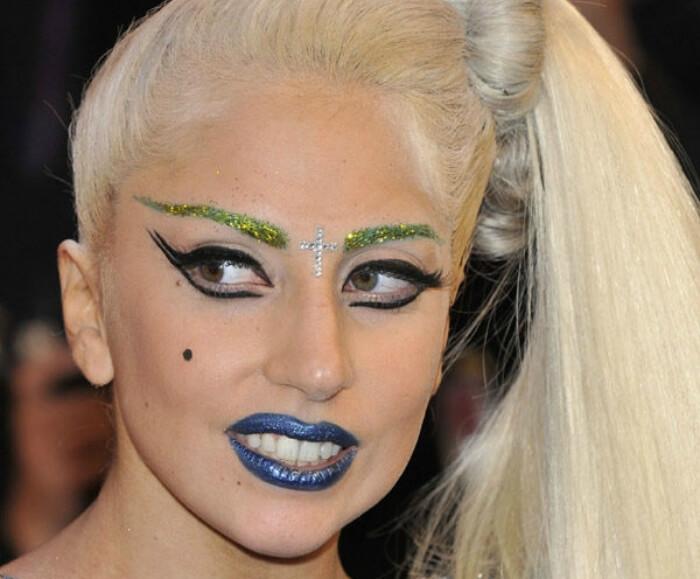 Обилие макияжа не украшает